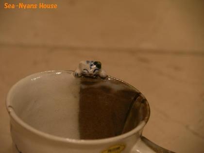 コーヒーカップ猫部分.jpg