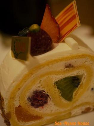 フルーツのロールケーキ.jpg
