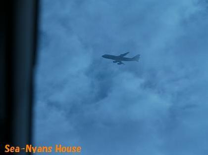 飛行機も見えたり見えなかったり.JPG
